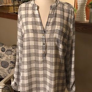 The Limited black white blouse roll up sleeves XL